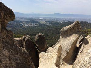 天狗岩を登っていくと